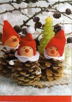 homemade xmas decorations with pine cones Homemade Christmas, Christmas Projects, Kids Christmas, Holiday Crafts, Christmas Snowman, Kids Crafts, Hobbies And Crafts, Felt Crafts, Pine Cone Decorations