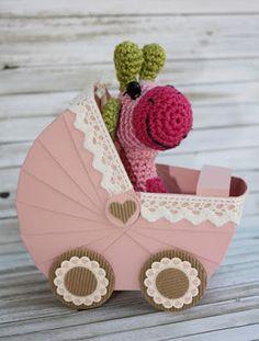 Zauberhaft-handgemacht, Kinderwagen aus Papier, Giraffe, Häkeln, kleine Geschenke, Geburt, Baby