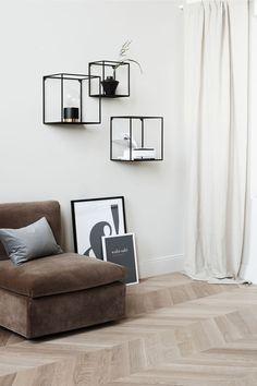 Væghylde lavet af metal - sort - Home All Black Metal Shelf, Black Wall Shelves, Metal Shelves, Shelf Wall, Storage Shelving, Living Room Designs, Living Room Decor, Living Spaces, Shelf Above Tv
