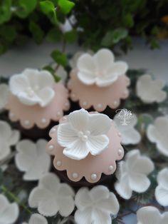 Pão de Mel decorados estilo Vintade. Flores, rosa e pérolas.