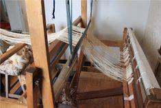 Heidin Iloinen Käsityökulma: Loimen laittaminen kangaspuihin 1/3: Loimen kiertäminen tukille Wishbone Chair, Weaving, Furniture, Macrame, Home Decor, Decoration Home, Room Decor, Home Furniture, Interior Design