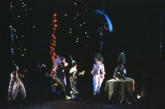 """""""El Sueño de una noche de verano"""", de Shakespeare. Teatro Español. 1987. Intérpretes: José Pedro Carrión, Kiti Mánver, Helio Pedregal, Carlos Hipólito, Juan Gea, Nuria Gallardo, Héctor Colomé. Escenografía: Andrea D'Odorico. Dirección: Miguel Narros."""