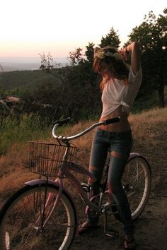 I want to try hippie style.I think I could pull it off Hippie Style, Mode Hippie, My Style, Retro Style, Cycle Chic, Surfer, Bicycle Girl, Bike Style, Foto Pose
