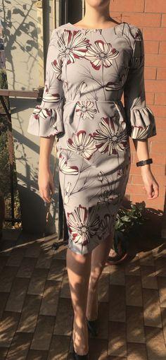 #30 – Maniche a campana -   Un abito grigio a fiori con la vita segnata. Un po' fuori dal mio stile