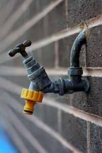 How to Prevent Frozen Water Pipes. Water expands when it freezes into ice. Unfortunately, water pipes (usually metal or plastic) don't. This puts a frozen water pipe in danger of bursting, causing a costly mess. Frozen Pipes, Frozen Water, Plumbing Installation, Home Fix, Making Life Easier, Household Chores, Home Repairs, Water Pipes, Cleaning Hacks