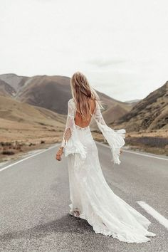 Vintage Wedding Dresses The most romantic bohemian lace wedding dresses for the perfect wedding - The most beautiful and romantic bohemian lace wedding dresses you have been looking for! Bohemian Bride, Bohemian Wedding Dresses, Bohemian Weddings, Indie Wedding Dress, Bohemian Summer, Indian Weddings, Vestido Boho Chic, Bridal Gowns, Wedding Gowns