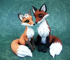 I totally forgot to post this last week.  I made this topper for my friend's wedding. Her last name is now Foxworthy, so of course it had to be foxes! These guys were quite a bit bigger in sca...