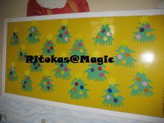 Pinheiro de NAtal - As crianças maracaram e recortaram as mãos em cartoina verde e mostaram o pinheiro