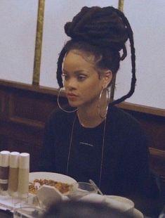 rihanna style and makeup fenty beauty Mode Rihanna, Rihanna Riri, Rihanna Style, Rihanna Swag, Rihanna Makeup, Rihanna Looks, Rihanna Dreads, Beyonce Braids, Twists
