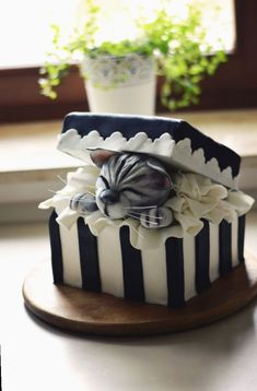 Gift box cake with a cute kitty Cake by FreshCake - Torten rezepte Pretty Cakes, Cute Cakes, Yummy Cakes, Crazy Cakes, Fancy Cakes, Fondant Cakes, Cupcake Cakes, Gift Box Cakes, Gift Boxes