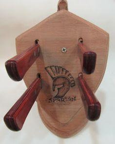 Ateliê Le Mimo: DIVERSOS Suporte de facas - Espartano Peça em madeira