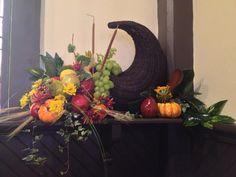 Church Altar for Thanksgiving Thanksgiving Home Decorations, Diy Thanksgiving Crafts, Thanksgiving Table, Harvest Church, Church Foyer, Altar Flowers, Altar Decorations, Church Design, Floral Arrangements