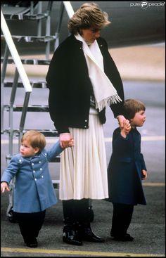 Lady Diana avec ses fils les princes Harry et William en mars 1986