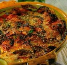 Gratin d'aubergine à la viande hachée - Ligne en Ligne Weigth Watchers, Vegetarian Recipes, Healthy Recipes, Flan, Fall Recipes, Quiche, Food And Drink, Veggies, Healthy Eating