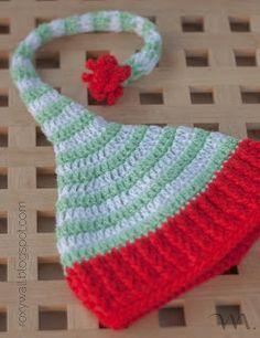 Gorro de elfo para bebé con pompom de seguridad. Patrón gratuito en español.                                                                                                                                                                                 Más