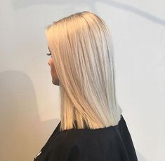 You are in the right place about crystal ash blonde balayage Here we offer you the most beautiful pi Blonde Hair Looks, Ash Blonde Hair, Platinum Blonde Hair, Blonde Balayage, Light Blonde, Dark Blonde, Brown Hair, Ombré Hair, Hair Dos