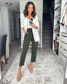Semi Casual Outfit Women, Outfit Semi Formal, Office Outfits Women Casual, Summer Work Outfits Office, Business Casual Outfits For Work, Stylish Work Outfits, Professional Outfits, Smart Casual Women Summer, Smart Business Casual Women