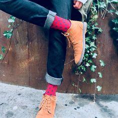 La chaussette AVANCE RAPIDE est sobre et classe. Elle se marie parfaitement aux costumes et tenues habillées, mais également avec une tenue plus casual. C'est un allday ! Bean Boots, Bordeaux, Men's Fashion, France, Costumes, Casual, Dresses, Bobby Socks, Outfits