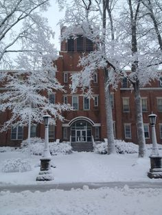 A snow storm makes Manchester University even more beautiful with fluffy snow!