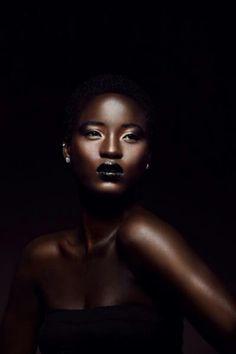 Petit afro sur cheveux crépus naturels