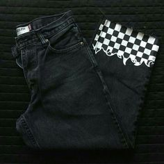 check out these black and white checkered flame jeans! these babies have hand painted checkered flam Painted Jeans, Painted Clothes, Hand Painted, Diy Clothing, Custom Clothes, Diy Fashion, Fashion Outfits, Unique Fashion, Diy Vetement