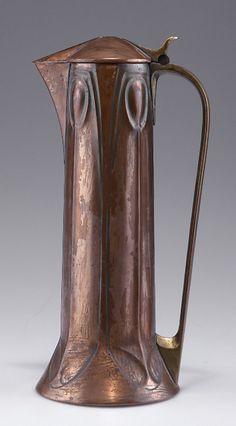 Albin Müller flagon, c1904. H. 30 cm. Made by Eduard Hueck, Lüdenscheid. Copper and brass.