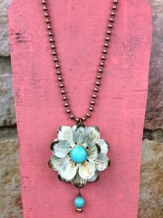 Cream Flower Necklace With Turquoise Bead - NEK395CR