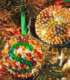 Add some serious sparkle to your Christmas tree with these easy sequined ornaments. These simple holiday ornaments use sequins, beads, and ribbon! Happy Christmas Day, Old Christmas, Homemade Christmas, Christmas Holidays, Christmas Crafts, Christmas Bulbs, Christmas Ideas, Victorian Christmas, Holiday Fun