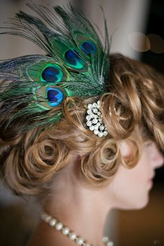 DIY Peacock Feather Headpiece - perfect for flapper costume or daisy in the great gatsby, Speakeasy Peacock Feather Headpiece Peacock Hair, Peacock Feathers, Peacock Colors, 1920s Glamour, Great Gatsby Party, Gatsby Theme, 1920 Theme, Feather Headpiece, Feather Hair