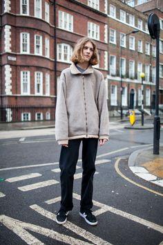 2017-18年秋冬ロンドン・メンズ・コレクションの会場から最新のストリート・スナップをお届け。