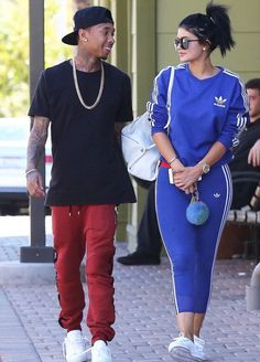 Young love: Tyga and Kylie Jenner enjoyed a romantic stroll in Calabasas on Saturday. Kylie Jenner 2014, Trajes Kylie Jenner, Looks Kylie Jenner, Estilo Kylie Jenner, Kendall And Kylie Jenner, Kardashian Jenner, Martin Luther King, Kylie Kenner, Streetwear