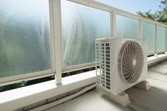 エアコンの室外機もお掃除が必要って、知ってましたか?意外と忘れがちな室外機ですが、きちんと掃除をすることで節電効果も!エアコン室外機をお掃除するときのポイントと注意点をご紹介します。