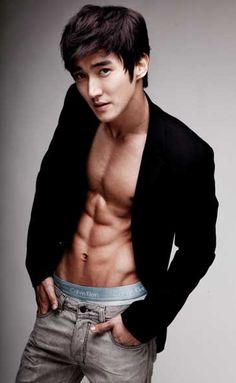 Super Junior star Choi Siwon voted the best body among male idol stars. Do you agree?