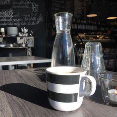 Pikainen lounas ja menoksi. Kolme päivää töitä ja sitten loma. Todo-lista kasvaa uhkaavasti    #atwork #lounaalla #työviikko #maanantai #kahvi #coffee