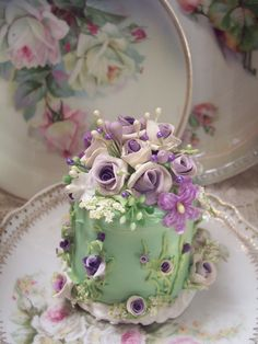 Mini cake with roses on green icing. Gorgeous Cakes, Pretty Cakes, Cute Cakes, Amazing Cakes, Fancy Cakes, Mini Cakes, Cupcake Cakes, Bolo Floral, Petit Cake