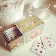 ☕ ♥♣ I bought this Alice in Wonderland tea box in Tokyo Disneyland. Ideas Vintage, Alice In Wonderland Tea Party, Alice In Wonderland Merchandise, Tokyo Disney Resort, Tokyo Disneyland, Tea Packaging, Cookie Packaging, Tea Box, Mad Hatter Tea
