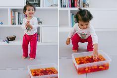 Caixa sensorial de gelatina - Gelatin sensory play