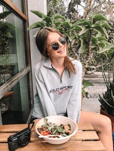 Ray-Ban sunglasses and a bowl of salad - discountedsunglasses Insta Goals, Instagram Pose, Insta Photo Ideas, How To Pose, Ray Ban Sunglasses, Photo Poses, Photography Poses, Cute Outfits, Girl Outfits