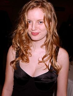Sarah Polley, adding a bit of sexy. Sarah Polley, Tv Tropes, Portrait Art, Comedians, Redheads, Hot, Actresses, Actors, Model