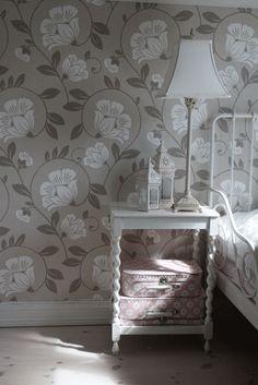 Love the wallpaper.