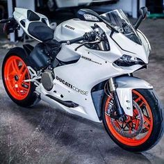 White suits the Panigale so well... as iconic as a red 916 for years to come! http://www.biketuna.co.uk #motobikes