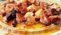 loading... Χταποδάκι με μέλι και μπαλσάμικο στη λαδόκολλα. Ένα υπέροχο νηστίσιμο πιάτο για τις ημέρες της νηστίας και όχι μόνο. Ένα μελωμένο, μαλακό και πεντανόστιμο χταποδάκι που σίγουρα θα απολαύσετε σαν ορεκτικό, μεζέ αλλά και κυρίως πιάτο. Υλικά συνταγής 1 χταπόδι φρέσκο ή ξεπαγωμένο 7-8 σκελίδες σκόρδο με τη φλούδα τους 4 κ.σ. μέλι 6 …