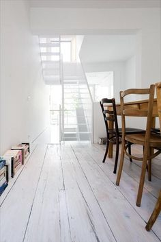 55 Ideas painting wood white inspiration for 2019 White Painted Floors, White Wooden Floor, Living Room Designs, Living Room Decor, Dining Room, Living Room Remodel, Kitchen Flooring, Interiores Design, Home Remodeling