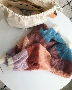Jeg er ret pjattet med farverne i min #sorbetcardigan og har lyst til at strikke en hel trøje i hver farve 🍡 •••••••••••••••••••••••••••••…