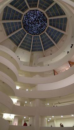 El museo Guggenheim de Nueva York es el primero de los museos creados por la Fundación Solomon R. Guggenheim, dedicada al arte moderno. Fue fundado en 1937 en Upper East Side, NY.