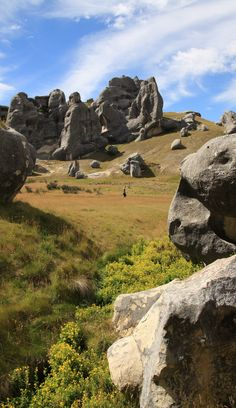 Boulders of the Dark Castle - Castle Hill, New Zealand - looks so Middle Earth - esque ! Honeymoon In New Zealand, New Zealand Travel, Padi Diving, Scuba Diving, Dark Castle, New Zealand South Island, Kiwiana, The Beautiful Country, Canterbury