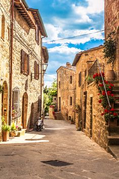 7 Unmissable Places to Visit in Tuscany - - Don't miss these breathtaking places to visit in Tuscany. Teetering hilltop towns surrounded by rolling hills, dramatic religious buildings, museums – it's everything you want from Italy and more. Italy Vacation, Italy Travel, Croatia Travel, Beautiful Places To Visit, Cool Places To Visit, Travel Aesthetic, Beach Aesthetic, Best Places To Travel, New Mexico
