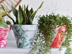 The crafting experts at DIY Network share 30 ways to craft with inexpensive terra-cotta clay pots. Painted Flower Pots, Painted Vases, Sisal, Color Crafts, Design Blog, Diy Planters, Terracotta Pots, Clay Pots, Terra Cotta