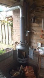 Doe Het zelf. Houtkachel van oude gasflessen, super leuk voor in de tuin! Begin nu, om in het voorjaar lekker warm in de tuin te zitten!