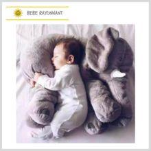 Une véritable peluche d'Amour! Super doux, l'éléphant accompagnera sagement votre enfant dans son sommeil. Il veillera sur lui avec bienveillance. Cushions, Pillows, Baby Toys, Bean Bag Chair, Elephant, Plush, Sleep, Dolls, Garden